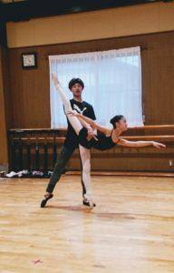 岡山バレエハウス本田発表会 初めてのパドドゥのリハーサルをする中学生